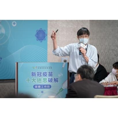 針對疫苗保護力,台灣疫苗推動協會黃玉成理事長指出新冠疫苗在獲得國家監管機關的批准之前,都必須在臨床試驗中進行嚴格的測試,以證明它們符合國際公認的安全性和有效性基準.jpg