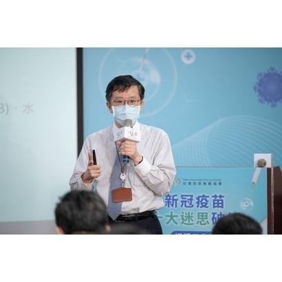 圖三、台灣疫苗推動協會呂俊毅秘書長指出接種疫苗明顯利益大於風險,建議民眾應積極接種疫苗並勤洗手、佩戴口罩等以降低感染風險。jpg.jpg
